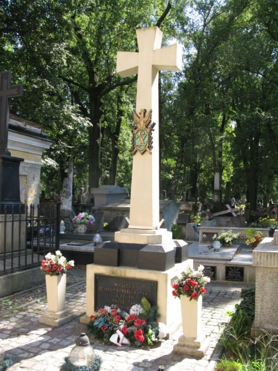 pomnik200